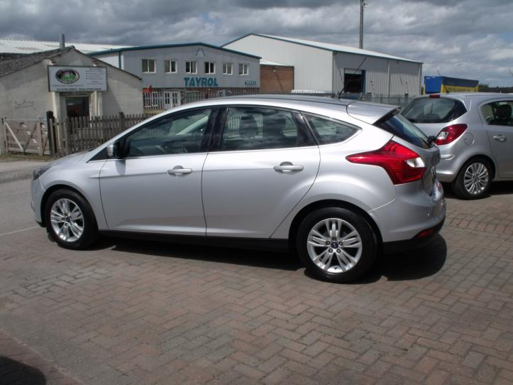 MM63 PVZ - Ford Focus Titanium Navigator 1.0 Turbo 125bhp EcoBoost 5 door hatchback  998cc