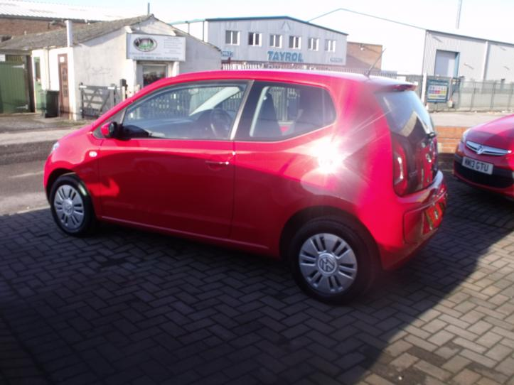 ST65 ZBL - Volksagen Move Up 1.0 3 door hatchback 999cc