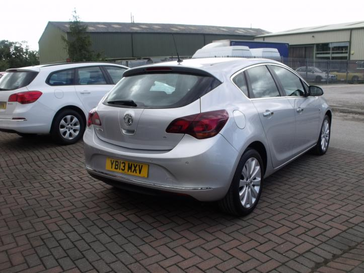 YB13MXV - Vauxhall Astra 1.6 Elite Automatic 5 door hatchback 1598cc