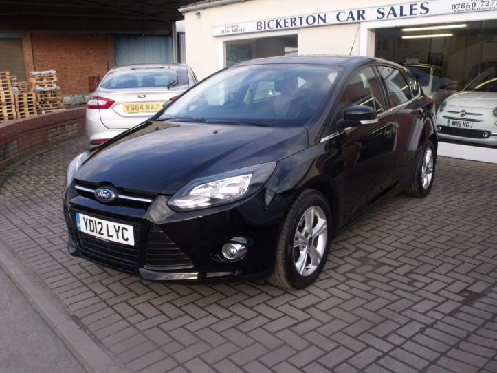 YD12LYC - Ford Focus 1.6 Zetec 5 door hatchback 1596cc