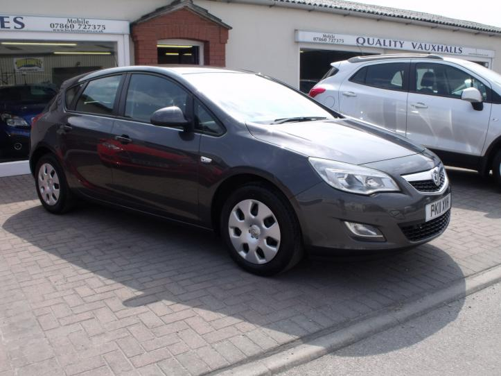 PK11XVH - Vauxhall Astra 1.6 Exclusive 5 door hatchback 1598cc