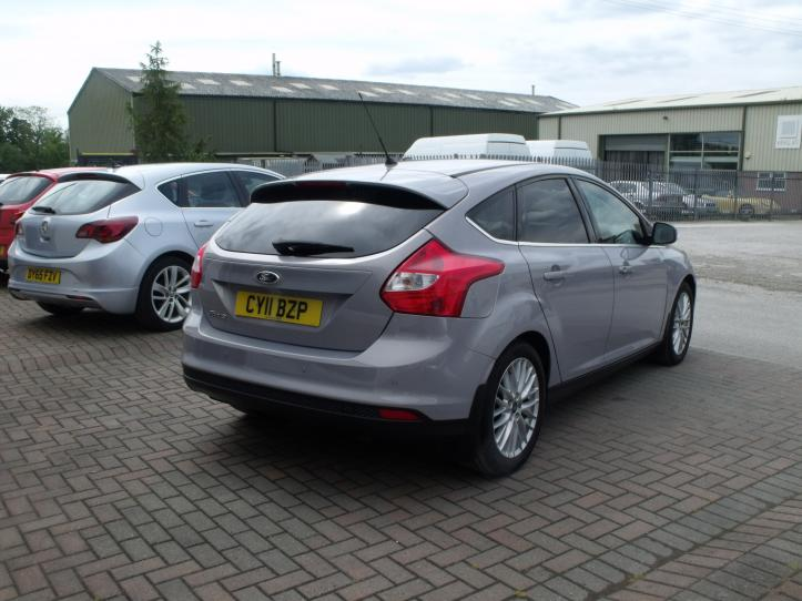 CY11BZP - Ford Focus 1.6 Zetec 5 door hatchback 1600cc